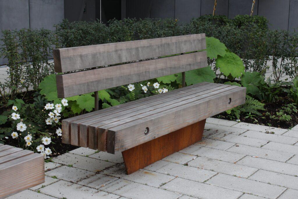 Sitzbänke aus Douglasienholz
